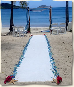 sea glass aisle with aisle runner
